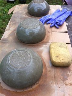 Easy to make concrete bowls and planters. This inspires me greatly! I just don't know that I would commit myself to the project! I'd LOVE to make a few of them before the end of spring.