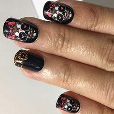 Halloween Nails: Death Becomes Her!  Mais unhas para o dia das bruxas! #halloween #haloweennails #boo #fingrsprints #diadasbruxas #notd #nails #nailart #unhas #unhadodia #unhasdasemana #fakenails #fashion #scarynails #havefun #beauty #beautiful @fingrsprints