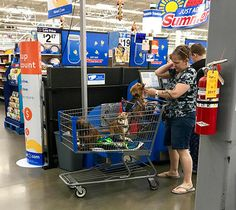 Whenever you read Walmart on the store, you might think it's only for shoppers. However, people of Walmart are so ridiculous that they will make you laugh out loud whole day. - Page 5 of 6 Funny Walmart Pictures, Walmart Photos, Funny Photos, Walmart Shoppers, Photo Fails, People Of Walmart, In The Heights, Hilarious, Skinny