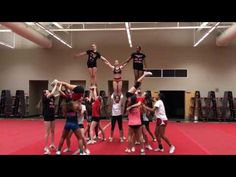 Invert Pyramid with Release Easy Cheerleading Stunts, Cool Cheer Stunts, Cheer Tryouts, Cheer Coaches, Gymnastics Stunts, Cheer Practice Outfits, Cheer Dance Routines, Cheer Pyramids, Cheerleading Pyramids