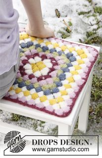 """Crochet DROPS seating pad for Easter in """"Eskimo"""". ~ DROPS Design"""