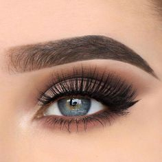 Matte Gray Smokey With Classic Liner #graysmokey Do you know how perfect makeup for blue eyes looks like? Let us show you! Ideas for everyday wear to complement your blonde hair, soft and natural makeup for wedding or prom, and dark and bold ideas for brunettes are here! #glaminati #blueeyes #makeupideas #EyeMakeupGlitter Pretty Eye Makeup, Beautiful Eye Makeup, Natural Eye Makeup, Natural Eyes, Blue Eye Makeup, Eye Makeup Tips, Gorgeous Eyes, Perfect Makeup, Beauty Makeup