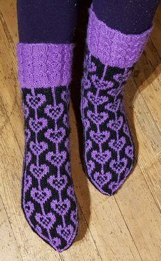 Sydännauhat varresta 1 | Nojatuolin uumenista Wool Socks, Knitting Socks, Hand Knitting, Crochet Socks Pattern, Knit Crochet, Fair Isle Knitting Patterns, Hairpin Lace, Pattern Pictures, Crochet Instructions