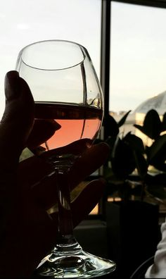 Wine Glass Images, Types Of Red Wine, Wine Pics, Emotional Photography, Wine Down, Artsy Photos, Vides, Night Aesthetic, Painted Wine Glasses
