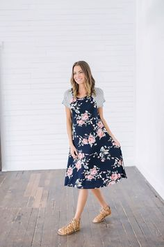 Stunning 44 Beautiful Floral Midi Dresses That Inspire from https://www.fashionetter.com/2017/06/14/44-beautiful-floral-midi-dresses-inspire/