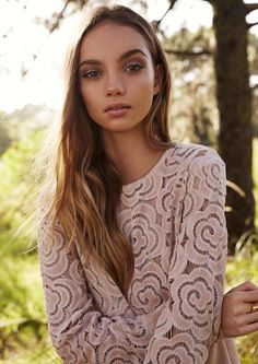 Inka Williams Shows Us the Cool Way to Wear Pink Makeup