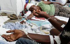 una docena de personas recibían suero intravenoso para rehidratar sus cuerpos y evitarles una muerte dolorosa