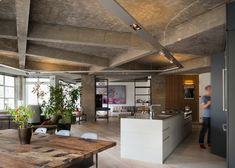 Apartment by Inside Out Architecture features chunky concrete beams #loft #ruimte