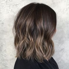 I love change  chopped about 8 inches and brightened up her color ✨ help from my assistant @hairby_danielmillsaps #sombre #babylights #hairpainting #balayage #brunettebalayage #brunette #summerhair #shorthair #bob #prettyhair #hairinspo #hairbybrittanyy
