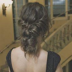 maravilloso recogido que realizó mi querida @teteatetehairstyle para la sesión de fotos con #vestido de @pronovias #invitadasperfectas #invitadaperfecta #invitadasperfectas #lainvitadaperfecta #novia #novias #noviaperfecta #hairstyle #hairstylist #hair #invitadaconestilo #lookboda #lookbodas #lookinvitada #lookinvitadas #bride #brides #peinado #cabello #cabellos #pelo #recogido #