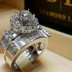 Jewelry Rings, Jewelery, Jewelry Accessories, Fine Jewelry, Jewelry Design, Indian Wedding Rings, Gold Wedding Rings, Beautiful Diamond Rings, Beautiful Wedding Rings