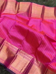 Classy dual shaded kanjeevaram with elegant silver and gold zari weaving with both side equal border . Gold Silk Saree, Wedding Silk Saree, Indian Silk Sarees, Ikkat Silk Sarees, Art Silk Sarees, Pink Saree, Pattu Saree Blouse Designs, Saree Blouse Patterns, Bridal Blouse Designs
