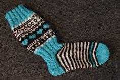 Hetken hengähdys: Jonsukat ja lankadominassi Wool Socks, Knitting Socks, Womens Slippers, Fingerless Gloves, Arm Warmers, Mittens, Diy And Crafts, Knit Crochet, Knitwear