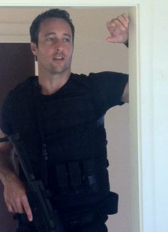 Alex on set of Hawaii Five-0. Is there anything more attractive than a guy, a gun & a tac vest? I think not! ;-)