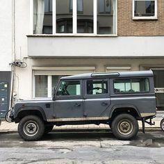 Land Rover One Ten #landrover #d110 #landy #defender #landroverdefender #defender110 #soloparking #streetparked #landroverdefender110 #4x4 #4wd #offroad #parked #parkedcar #youngtimer #classiccar #drivetastefully #carspotting #carwatching #belgium