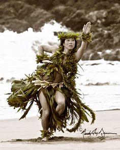 """Kai'ue"": With The Motion Of The Sea Hawaii Hula, Aloha Hawaii, Hawaii Travel, Hawaiian Dancers, Hawaiian Art, Hawaiian Woman, Hawaiian Girls, Polynesian Dance, Polynesian Culture"