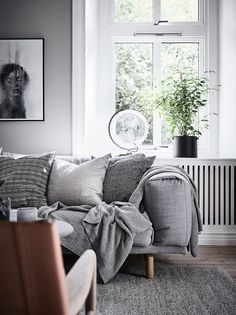Inviting home with a blue bedroom Living Room Inspiration, Interior Design Inspiration, Cosy Interior, Corner House, Inviting Home, Gray Bedroom, Blue Bedrooms, Teen Bedroom, Scandinavian Home