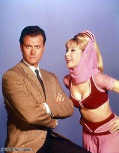 "Larry Hagman e Barbara Eden in ""Strega per amore"", 1960"