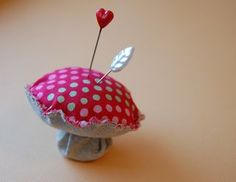 This would be a cute way to replace my old tomato pin cushion.