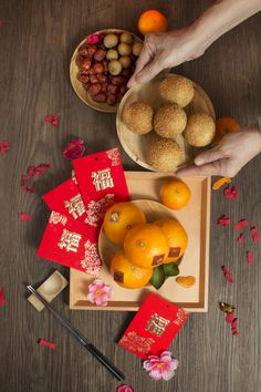 new year Stock Photo : Chinese new year food and decorative items on rustic wooden table top. Chinese New Year Desserts, Chinese New Year Traditions, Chinese New Year Cookies, Chinese New Year Food, Chinese New Year Design, Chinese New Year Decorations, Dessert Packaging, Food Packaging Design, Vientiane