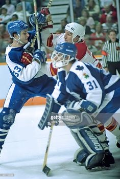 Looks like Al Iafrate, and Ken Wregget? Maple Leafs Hockey, Goalie Mask, Nfl Fans, Toronto Maple Leafs, Detroit Red Wings, World Of Sports, Nhl, Photos, Life