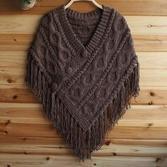 Risultati immagini per poncho tricot Poncho Au Crochet, Poncho Shawl, Knitted Cape, Crochet Poncho Patterns, Knitted Shawls, Crochet Scarves, Crochet Clothes, Knit Crochet, Knitting Patterns