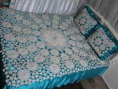 Покрывало и подушки - красивый узор