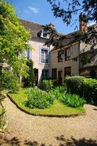 La maison de tante Léonie à Illiers-Combray Pour le jeune Proust. (https://translate.googleusercontent.com/translate_c?depth=1&hl=en&ie=UTF8&prev=_t&rurl=translate.google.com&sl=fr&tl=en&u=http://interligne.over-blog.com/article-marcel-proust-ou-les-eaux-enfantines-124663050.html&usg=ALkJrhgudbFQ9FSmacLJw3Fzw5QaoKd1mA)