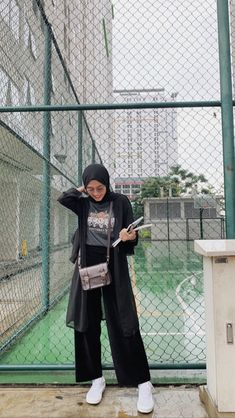 A scarf is the most essential portion inside attire of females together with hijab. Modern Hijab Fashion, Street Hijab Fashion, Hijab Fashion Inspiration, Muslim Fashion, Modest Fashion, Fashion Outfits, Teen Girl Fashion, Hijab Casual, Simple Hijab