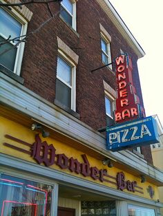 Wonder Bar Worcester MA Pizza Neon Sign by Mod Betty / RetroRoadmap.com, via Flickr