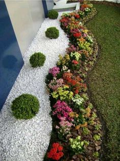 You're wondering how do incorporate rocks in your garden, then you can consider using with white gravel. With a little effort and budget you can easy to install them into your garden. Take a look at these awesome landscaping ideas with white gravel below. 1. Gravel – Santorini White Marble Source You May Like These…