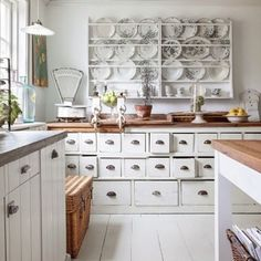 Do you follow Cassity from @remodelaholic? She's a DIY girl with a blog full of amazing tutorial and orrery home decor.  Bonus: her feed shares the CUTEST rooms around! Use the hashtag #imaremodelaholic for your chance to be featured.  Off to browse ideas...  #homedecor #kitchen #platerack #farmhouse #whitedecor