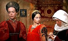 Romeo & Juliet 1968 / Lady Capulet, Juliet, and the Nurse discuss marriage.(The looks say it all..)