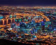 Wow, 's night shots tho, so good 👏👏👏👏. The Mother City looks amazing in this 30 second long exposure shot👌. Places Around The World, Around The Worlds, Cape Town South Africa, Night Shot, Table Mountain, Kruger National Park, Sydney Harbour Bridge, Night Time, City Photo