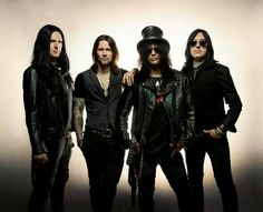 SLASH publica su nuevo disco 'World On Fire' junto a su banda Myles Kennedy Myles Kennedy, Classic Rock Artists, Saul Hudson, Velvet Revolver, Jones Beach, Album Sales, World On Fire, Bands, Music