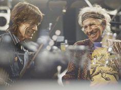 """Die Rolling Stones haben die Support-Bands ihrer """"Stones – No Filter""""-Tour bekannt gegeben. Raus aus dem Proberaum und rauf auf die Bühne: Am 09. September starten die Rolling Stones ihre Tour durch die Stadien Europas. Am Mittwoch hat die Band um Frontmann Mick Jagger (74) die..."""