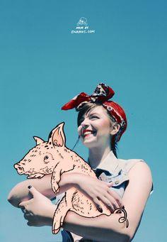 Ewa Mos est une jeune illustratrice & graphiste freelance anglaise possédant un univers très coloré qui mêle photographie et illustration.