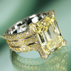 Chopard-yellow diamonds - Never been a big fan of yellow diamonds, but this ring is absolutely amazing!!