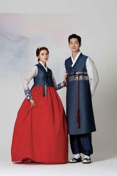 Korean Traditional Dress, Traditional Fashion, Traditional Dresses, Korea Fashion, Muslim Fashion, Hanbok Wedding, Korea Dress, Korean Hanbok, Oriental Fashion