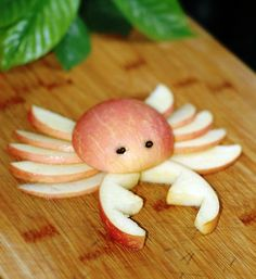 Apple crab: Cute, healthy snack for an under the sea birthday party, nautical bash, fishing party, and more! Toddler Meals, Kids Meals, Toddler Food, Cute Food, Good Food, Cute Fruit, Yummy Food, Deco Fruit, Under The Sea Party