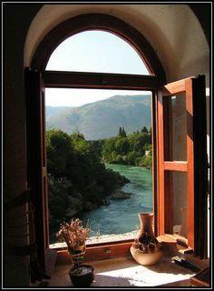 Love the open windows!