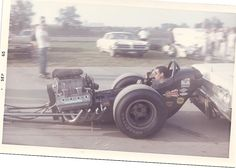 Another cool old Drag photo for your enjoyment. Please add more pics if you guys have them. Nhra Racing, Top Fuel Dragster, Drag Bike, Old Race Cars, Vintage Race Car, Drag Cars, Car Humor, Fast Cars, Car Pictures