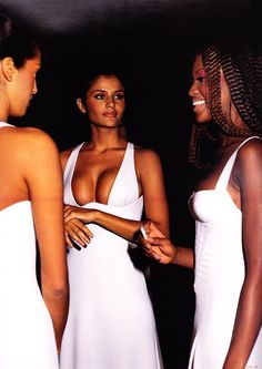 Helena backstage with Naomi and Yasmeen at Gianni Versace Collezine Donna Primavera Estate 1993