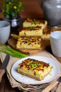 Hessian salt cake bread cake with potatoes and bacon from the plate Quiches, Tapas, Hard Boiled Egg Recipes, Breakfast Meaning, How To Cook Potatoes, Bread Cake, Fiber Foods, Calorie Intake, Sandwich Recipes
