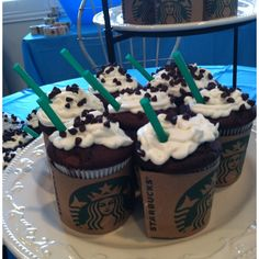 Starbucks themed cupcakes are almost to cute to eat! Bebidas Do Starbucks, Starbucks Drinks, Starbucks Coffee, Starbucks Cupcakes, Coffee Cupcakes, Dessert Party, Party Desserts, Themed Cupcakes, Cute Cupcakes