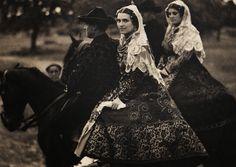 Folk Costume of Salamanca, Spain. Photographed by José Ortiz Echagüe Tipos y Trajes, Mexican Traditional Clothing, Traditional Outfits, Folk Costume, Costumes, Spanish Gypsy, Forest Fashion, Dark Fairytale, Folk Clothing, European Clothing