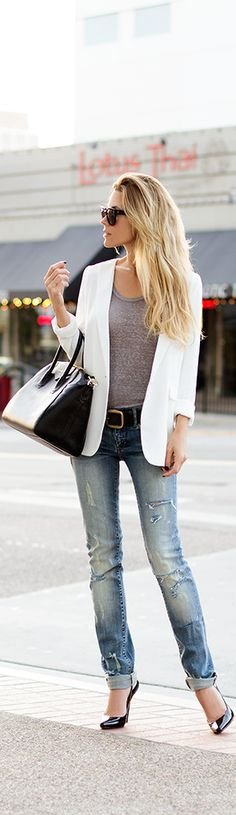 White blazer, grey tee, jeans and accessorised with black. Clean and crisp