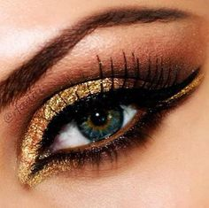 Sexy Sparkly Eye Makeup. Great evening look. #makeuptips #eyemakeup #makeup #makeuptrends