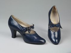 United Kingdom - Pair of shoes by Manfield & Sons Ltd. - Glacé kid leather, elastic, lined with leather and canvas 50s Shoes, Shoes Heels, Edwardian Fashion, 1930s Fashion, Vintage Boots, Shoe Clips, Mary Jane Shoes, Comfortable Shoes, Leather Shoes