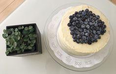 Tarta de bizcococho con cheesecake de naranja con blueberries👍🏼😍